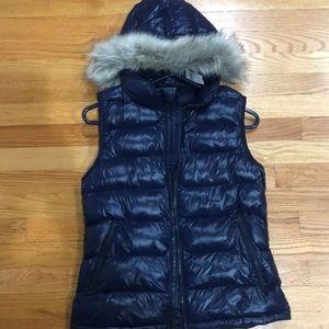 NWT Gap vest primaloft, removable faux fur hood S